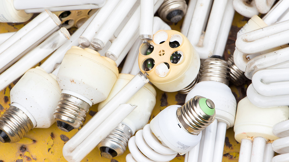 How to dispose of mercury-containing light bulbs