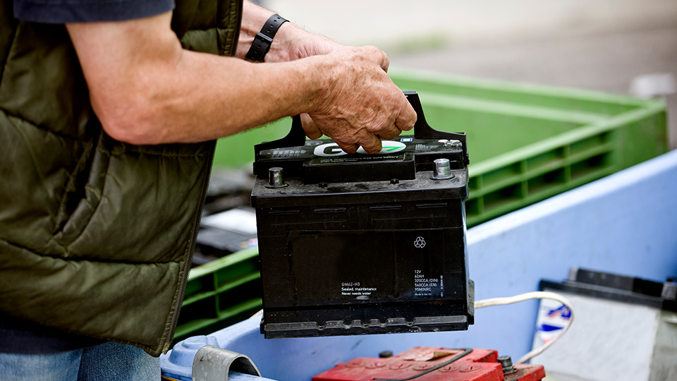 How to recycle a lead acid battery